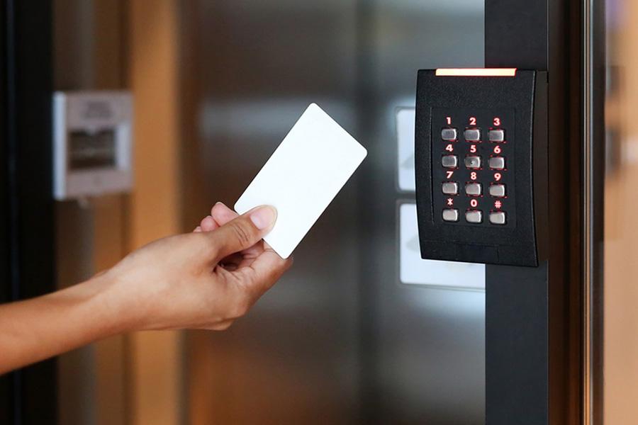 instalar un control de acceso en una empresa