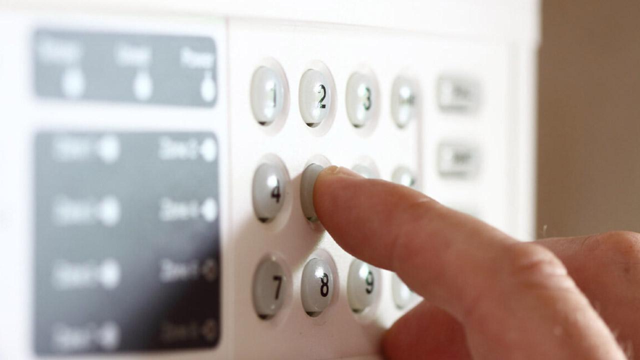 teclado de alarma hace un pitido